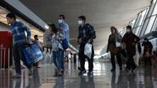 Piden a estadounidenses a las afueras del aeropuerto de Kabul moverse del lugar ante la amenaza de atentados