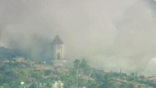 El momento en el que la lava del volcán de La Palma arrasa con una iglesia
