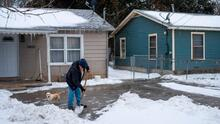 Presentan proyectos de ley para ofrecer alivios a consumidores damnificados por la tormenta invernal en Texas