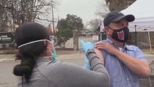 Recibe la vacuna contra el coronavirus y una tarjeta de regalo por 100 dólares en estas clínicas en San Antonio