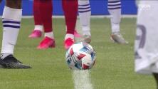Arranca el partido y la pelota está en juego.
