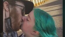 Se conocieron en Facebook y se enamoraron por videollamada: se casaron a distancia