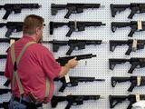 De qué tratan los dos proyectos de ley que prometen controlar las ventas de armas en Estados Unidos