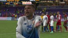 ¡Expulsión! El árbitro saca la roja directa a Francisco Calvo.