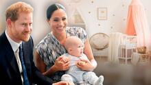 Premian con 700 dólares al príncipe Harry y Meghan Markle por solo tener dos hijos