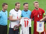 Inglaterra regala jersey a Dinamarca con el nombre de Christian Eriksen en el dorsal