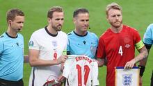 Inglaterra regala jersey a Dinamarca con el nombre de Eriksen
