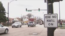 Una señal de tráfico al revés cerca de dos escuelas causó malestar a los residentes de La Villita
