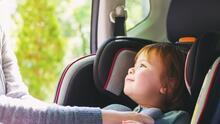 ¿Por qué no se debe dejar nunca a un niño solo dentro un carro?