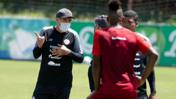 Técnico de Costa Rica admitió que tienen mucho por trabajar