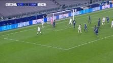 ¡TIRO ATAJADO! disparo por Cristiano Ronaldo.