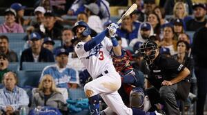 Festín de batazos de Dodgers obligan a Braves al Juego 6