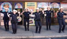 Policía de Concord baila al ritmo de Enrique Iglesias