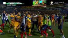 ¡Expulsión! El árbitro saca la roja directa a Rafael De Souza Pereira.