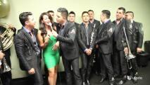 Carla Medrano recibe serenata de La Arrolladora