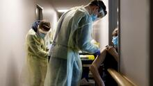Coronavirus: Reportan demoras en la aplicación del refuerzo de la vacuna en casas de ancianos de Miami-Dade