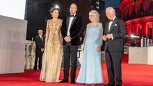 La realeza dijo presente en la premiere de la última cinta de Daniel Craig como 007