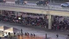 Más de 5 mil de inmigrantes duermen bajo un puente internacional en Del Río