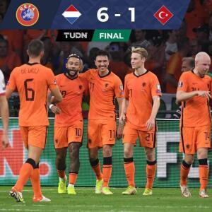 Resumen | Con histórico 'hat trick', Memphis guía goleada de Holanda sobre Turquía