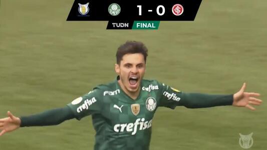 Palmeiras vence a Inter con un gol de penal de Raphael Veiga