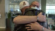 Un hombre encuentra a su hermano después de 60 años: por primera vez podrán reunirse en familia