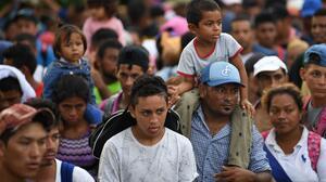 Inmigrantes varados en Tapachula se alistan para marchar a Ciudad de México