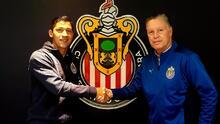 Zaldívar se compromete con Chivas y renueva su contrato