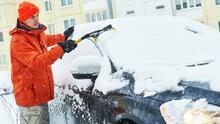 Tormenta invernal: objetos caseros que puedes usar para quitar el hielo de tu carro