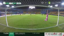 ¡Casi es el gol del año! Stephany Mayor remata al travesaño