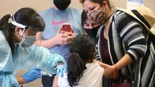 LAUSD exigirá la vacuna contra el coronavirus a estudiantes mayores de 12 años