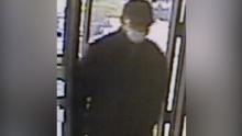Detienen a ladrón de banco después de mandar foto del dinero robado a su esposa, informa el FBI
