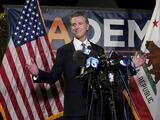 Qué hizo el gobernador Newsom para sobrevivir a una revocación y cómo influye en los demócratas