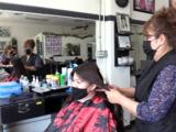 Salón de belleza de Fresno cobra más a clientes que no usen mascarillas