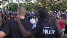 Familiares dan el último adiós a Yandy Chirino, el policía de Hollywood baleado durante el cumplimiento de su deber