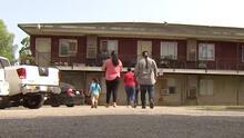 """Otorgan $1,500 a familias del condado Harris con """"gastos urgentes"""" por el coronavirus: así se solicitan"""