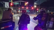 Repartidores de comida en Nueva York forman una guardia para protegerse de los asaltantes