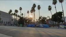 Polémica en Los Ángeles por propuesta de prohibir los campamentos de desamparados cerca de escuelas públicas