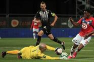 Lille rompió la sequía de campeonatos y se corona en la Ligue 1 tras 10 años sin lograrlo. Jonathan Davis y Burak Yilmaz le dieron la victoria a su equipo frente al Angers y le rebatan la gloria al equipo millonario del Paris Saint-Germain.