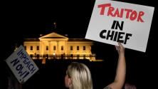 Con protestas en las afueras de la Casa Blanca reciben a Trump luego de la cumbre con Putin