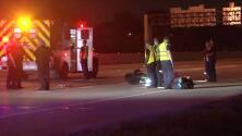 Dos heridos por accidente luego de que una mujer caminara en una carretera de Houston