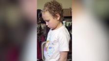 Demandan por $1 millón a escuela por cortar el cabello de una niña