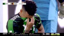 Nick Rima despeja, pero el balón rebota en Julio Cascante y Austin FC anota en su propia meta