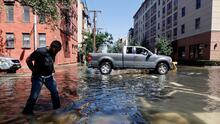 El presidente Joe Biden visita las zonas devastadas por Ida en Nueva York y Nueva Jersey