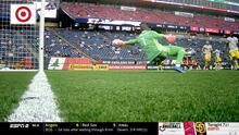 Con un milagroso manotazo Eloy Room le niega el gol al español Carles Gil