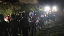 Todas las noches, cientos de migrantes cruzan las aguas del Río Bravo para llegar a Roma, Texas