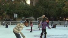 Sacramento inauguró la nueva temporada de la pista de patinaje sobre hielo en el centro de la ciudad