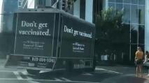 Falsa funeraria busca inspirar a las personas a vacunarse con un mensaje no convencional