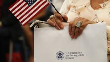 Abogado de inmigración explica los efectos de la medida que otorga 'discrecionalidad' a agentes de USCIS para denegar casos