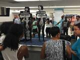 Detienen a activistas desnudas en aeropuerto de Miami tras protesta por orca Lolita