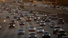 Alto volumen vehicular en las principales vías de Los Ángeles la mañana de este martes